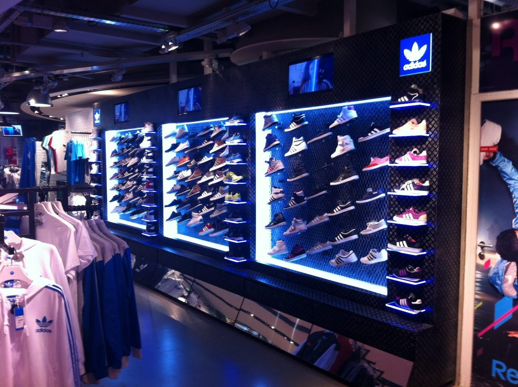 graphik retail decoration event reboard nancy adidas