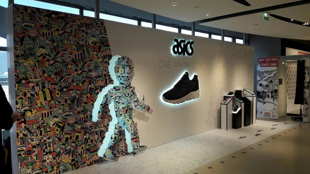 graphik retail decoration event reboard nancy asics corner